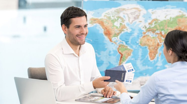 What Are the Duties of Travel Consultants?